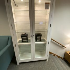Rosa-Bookcase-North-American